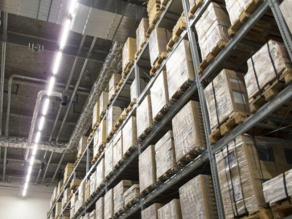 在庫を管理している倉庫内